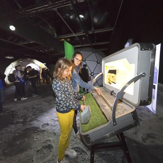 Cité de l'espace - Exposition Lune, Episode II - Deux poids deux mesures